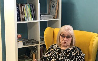 Civil percek a fotelból… Beszélgetés Szabó Katalinnal