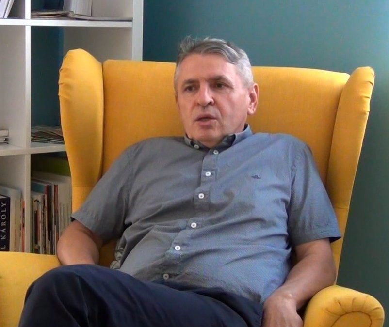 Civil percek a fotelból… Beszélgetés Janászek Ferenccel